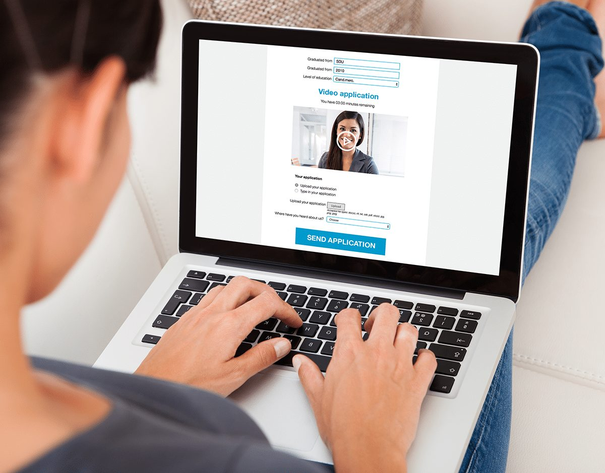 Image of a person who browse an application site
