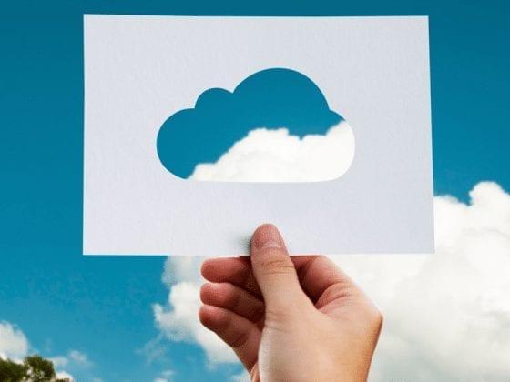 Billede af en sky der er skåret ud i papir